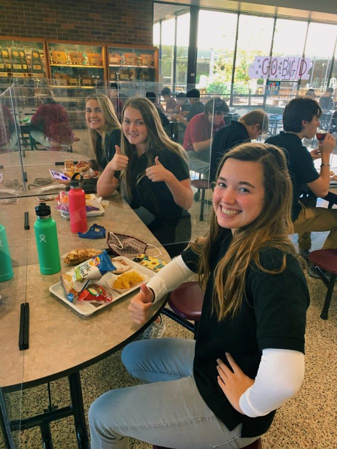 Seniors+Peyton+Dueling%2C+Ellie+Hurley%2C+and+Anna+Asher+enjoy+their+free+Maroon+Meal.+